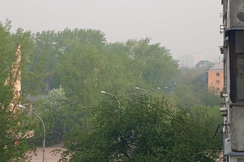 Екатеринбург накрыл пахнущий гарью смог