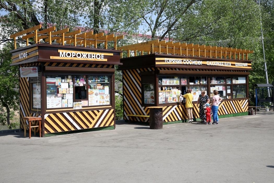 Ларьки + парк + люди + лето + Курган