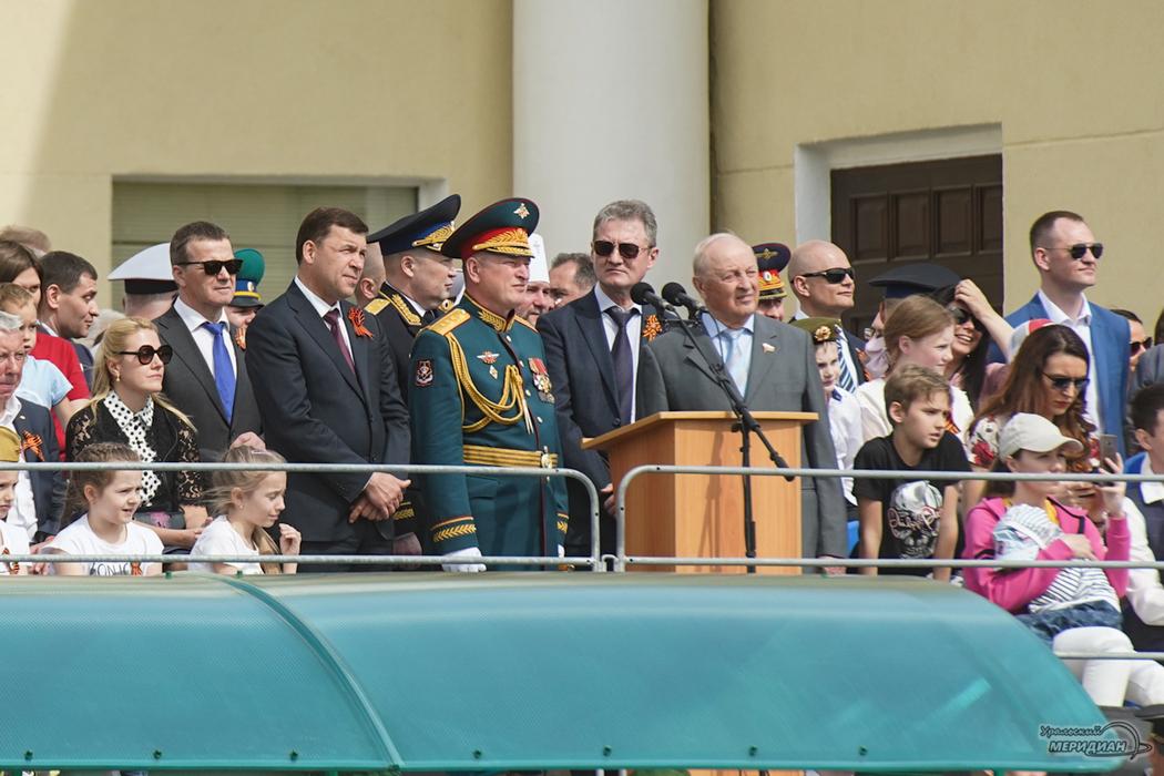 В Верхней Пышме участники локальных войн и Герои России проехали на танках