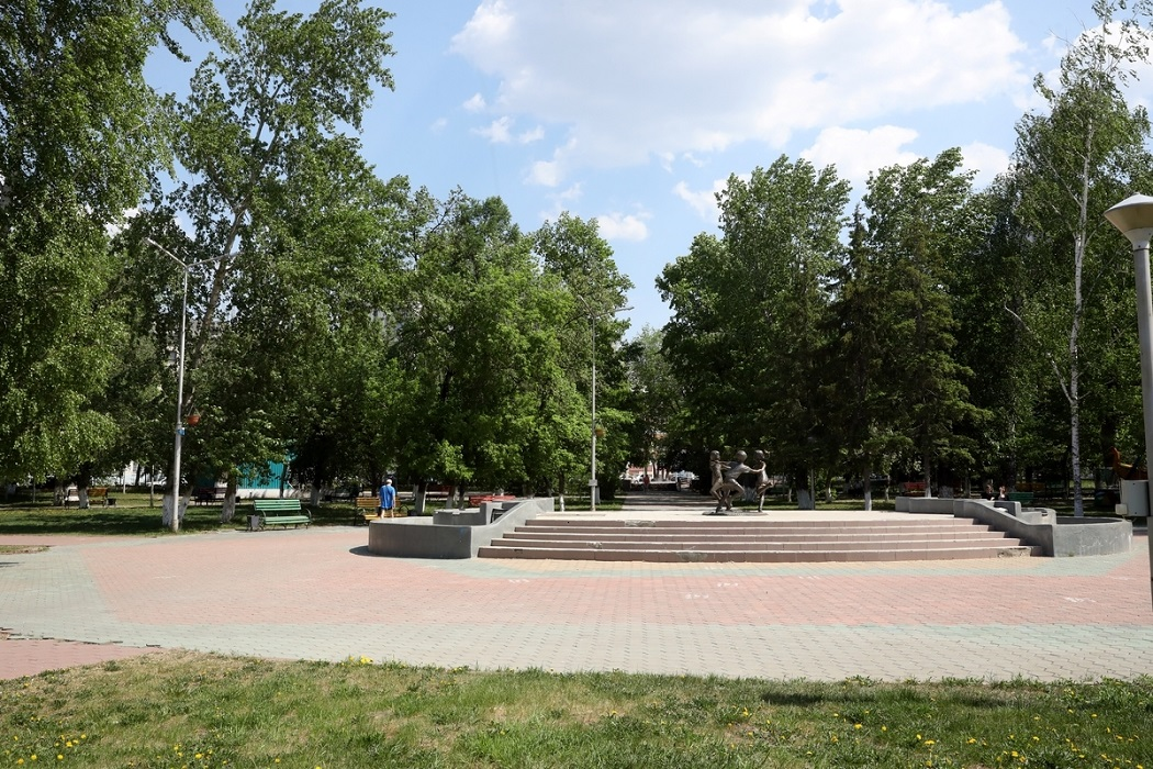 Парк + Курган + лето + деревья