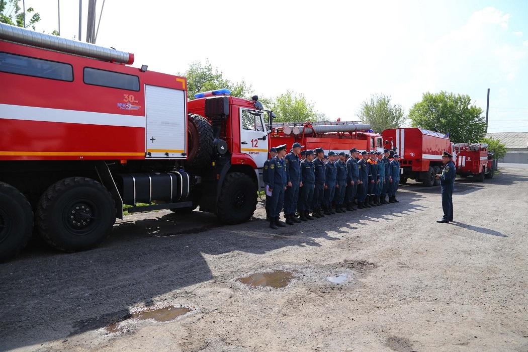 Пожарные машины + пожарные