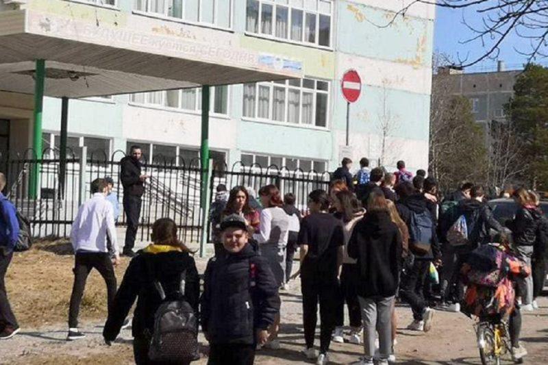 мШколу Ноябрьска эвакуировали из-за сообщения о «бомбе»