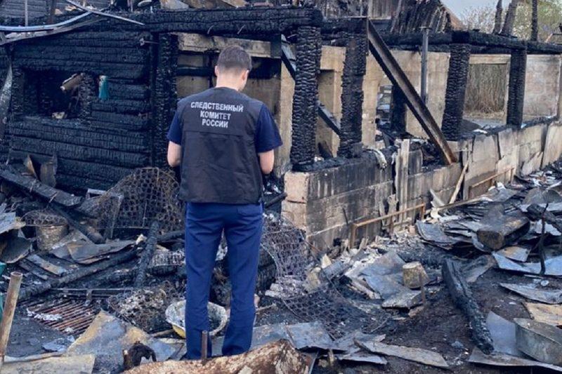СК расследует гибель двух пенсионеров на пожаре в СНТ на Чусовском тракте