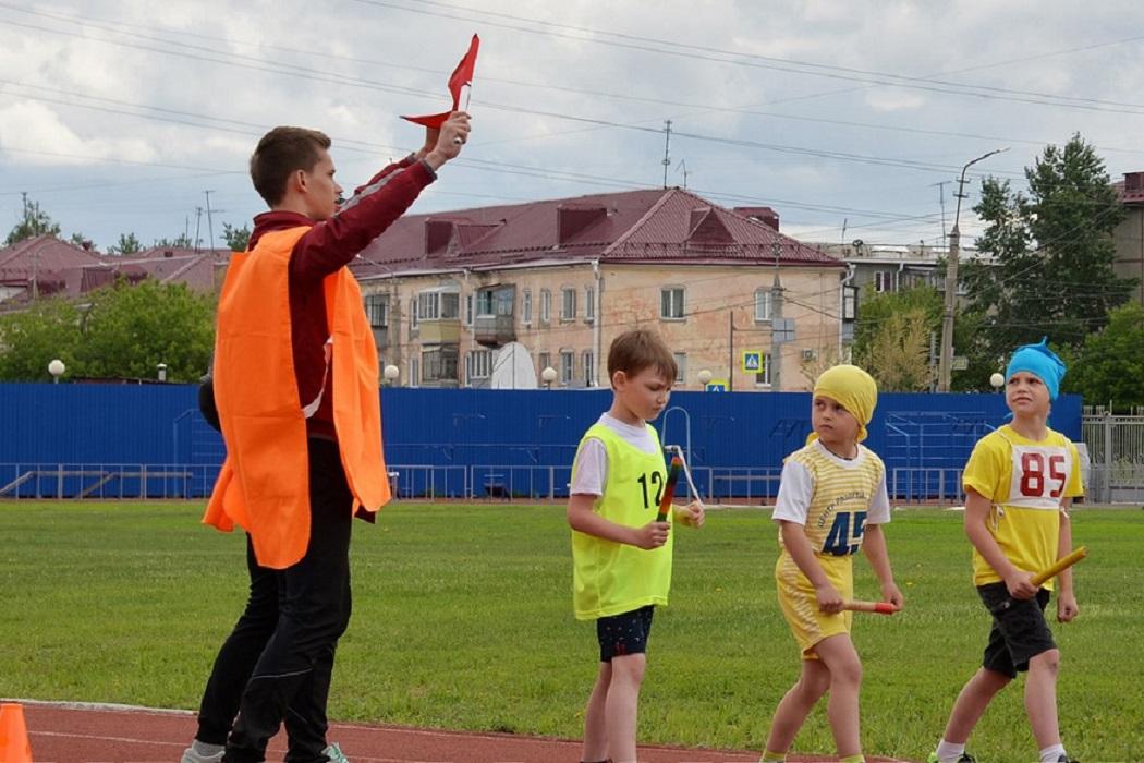 Соревнования + дети + эстафетная палочка