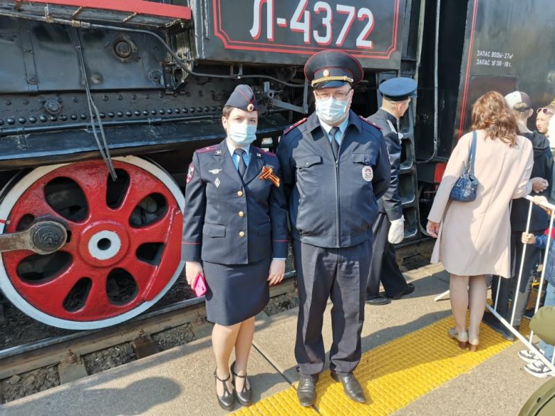Транспортные полицейские Тюмени встретили поезд Победы 4