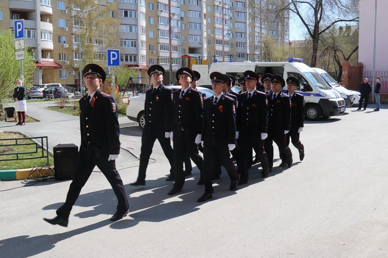 Тюменские полицейские провели концерты во дворах ветеранов 4