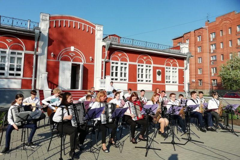 Уличный концерт + музыканты