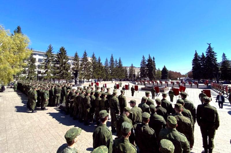 В Челябинске к 9 мая прошло построение Военного центра при ЮУрГУ
