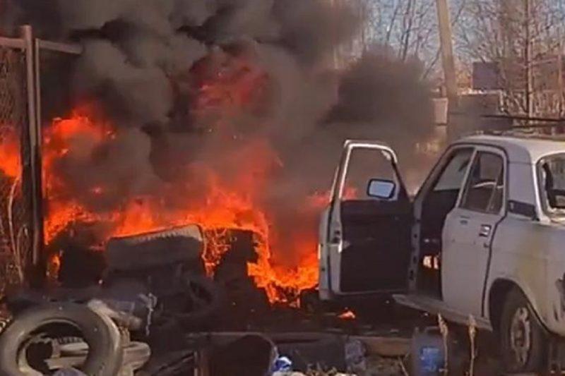 В Новом Уренгое от загоревшихся покрышек поднялся столб дыма