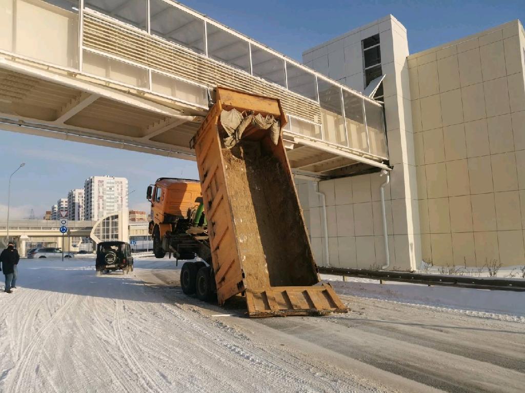 В Тюмени осудят водителя грузовика, повредившего надземный переход 1