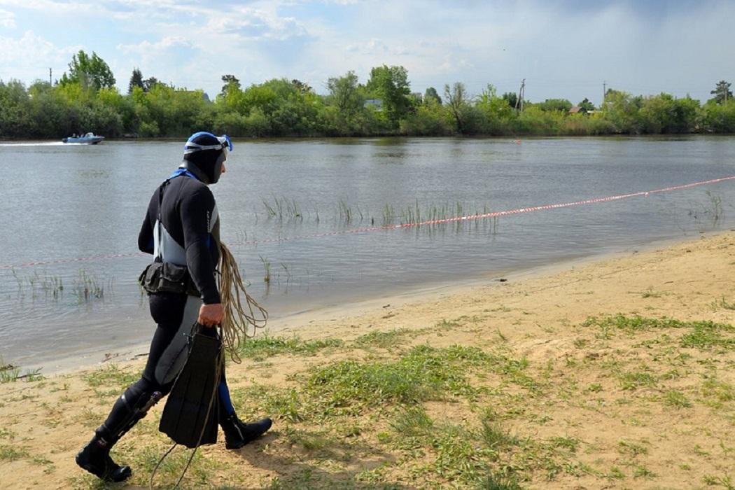 Водолаз + песок + пруд + река + водоём