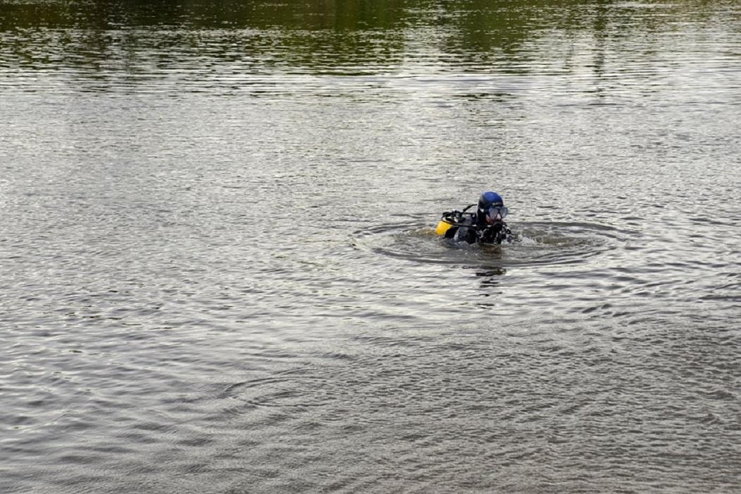 Водолаз + водоём + обследование + река + пруд