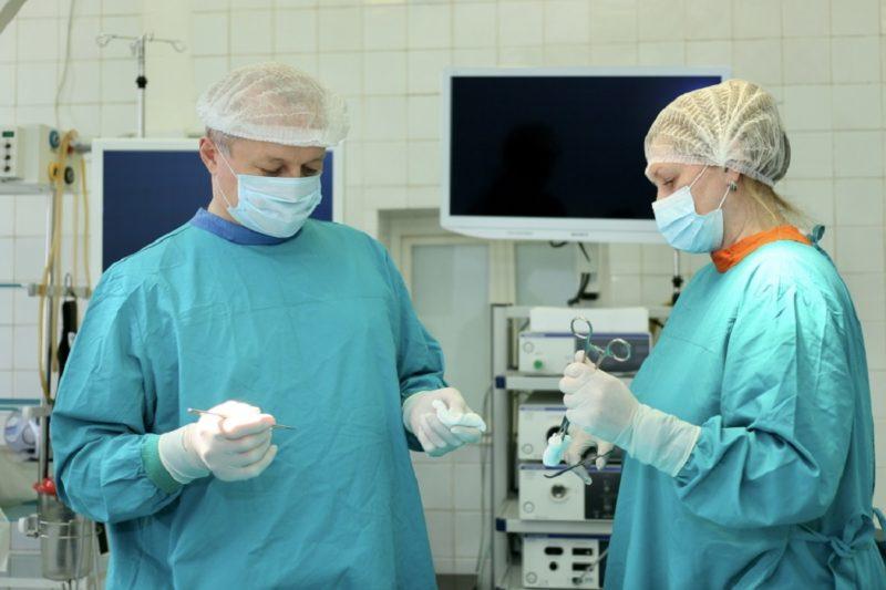 Врачи Тобольска удалили у пациентки кисту размером с футбольный мяч