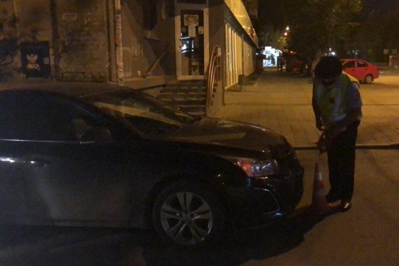 В Екатеринбурге на Луначарского Chevrolet сбил двух подростков на самокате