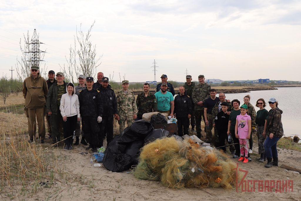 В Югре военнослужащие Росгвардии приняли участие в экологической акции