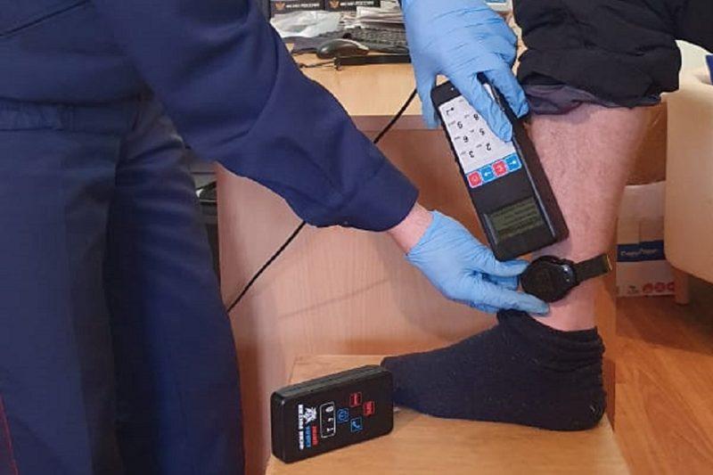 На Урале осужденного уличили в преступлении по электронному браслету