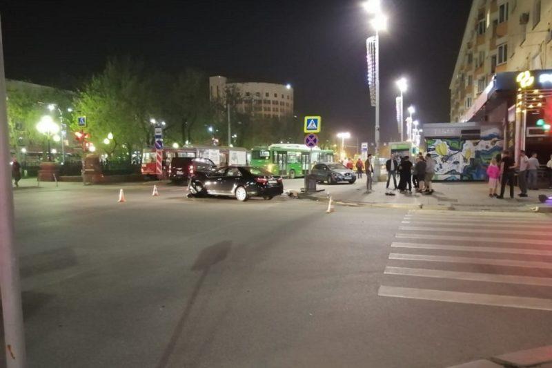 В ГИБДД Екатеринбурга сообщили подробности ДТП у Оперного театра