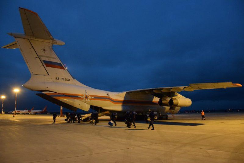 Свердловские спасатели МЧС вылетели в Тюмень на борьбу с пожарами