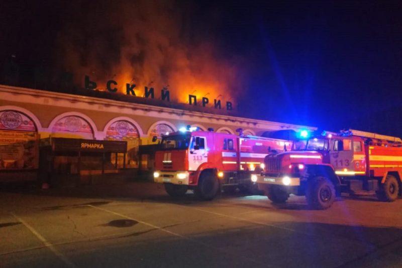 В Арамиле сгорела крыша торгового комплекса «Сельский привоз»