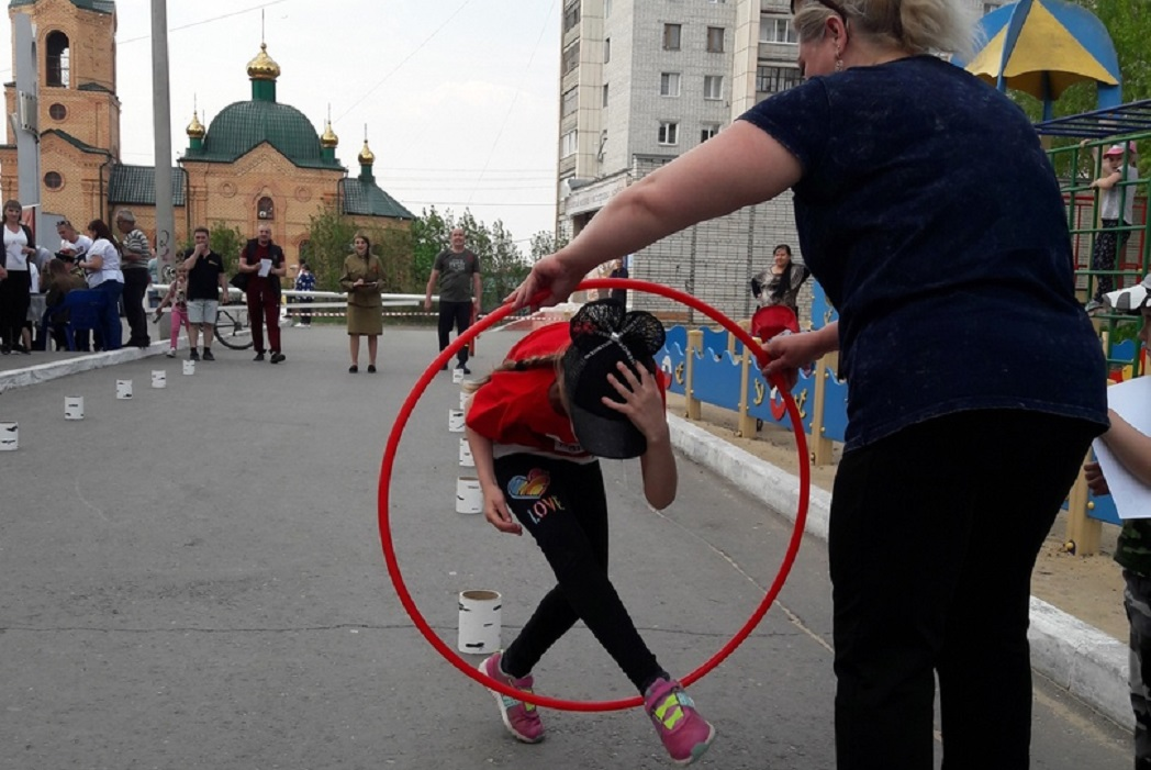 Соревнования + День Победы + 9 Мая + военно-полевой госпиталь + перевязка раненого + дети
