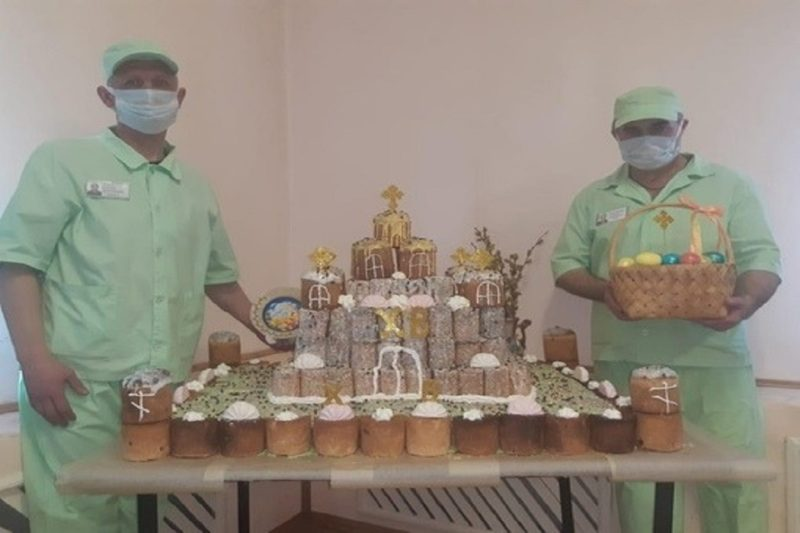 zaklyuchennye ispekli hram kulich
