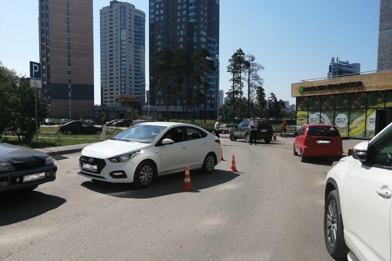 В Екатеринбурге 61-летняя женщина-водитель сбила 5-летнюю девочку