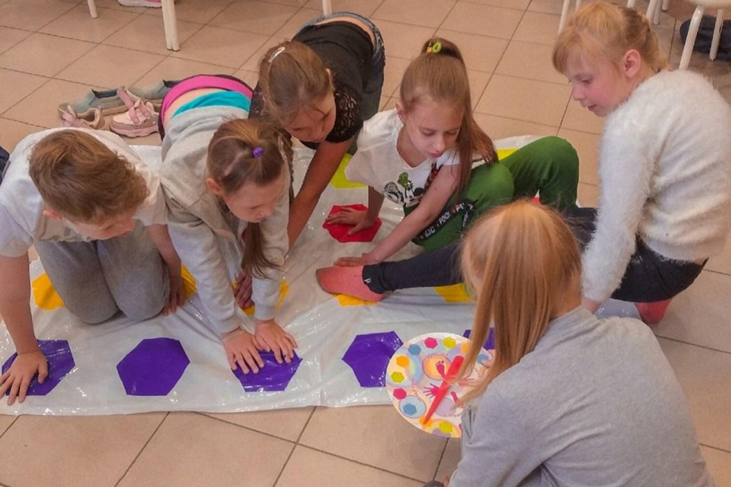 Дети + девочки + игра