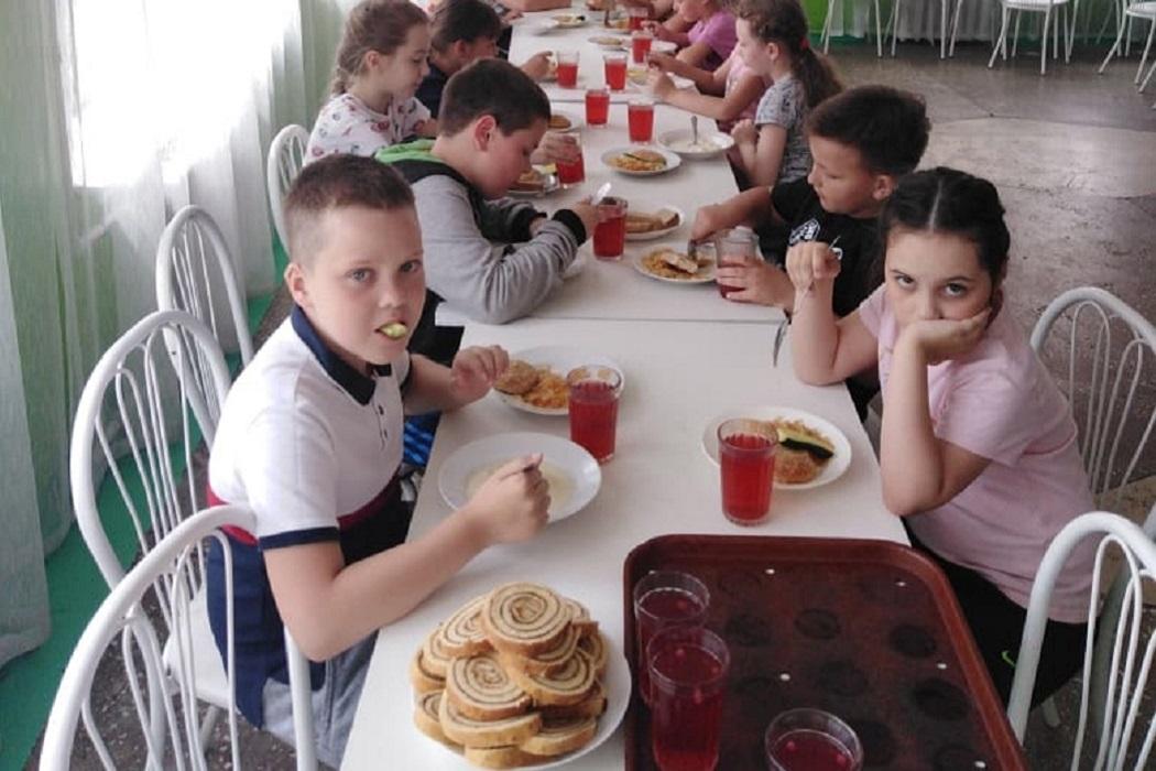 Дети + столовая + еда + питание