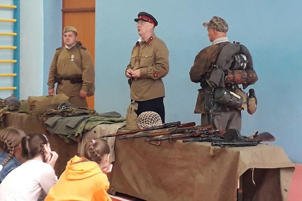 Детский лагерь + дети +военные
