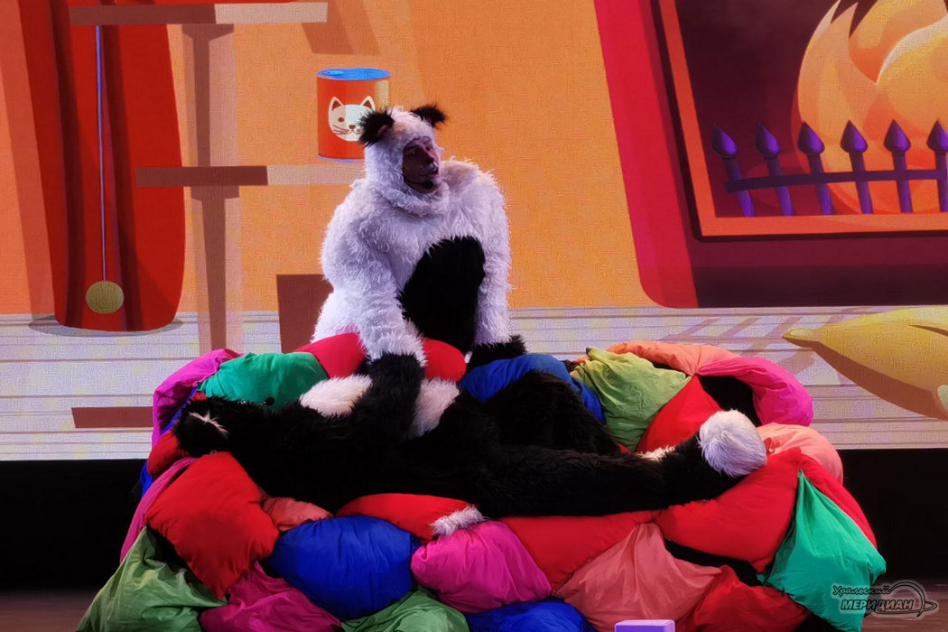 «Лапки Шоу»: в «Верх-Исетском» проходит пушистый спектакль для детей о ПДД