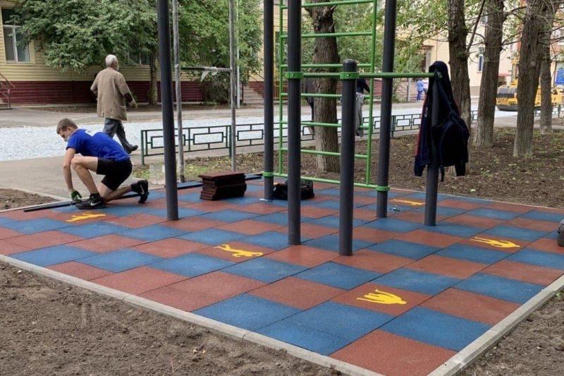 Двор на ул. Мельникайте в Тюмени благоустроят к концу года