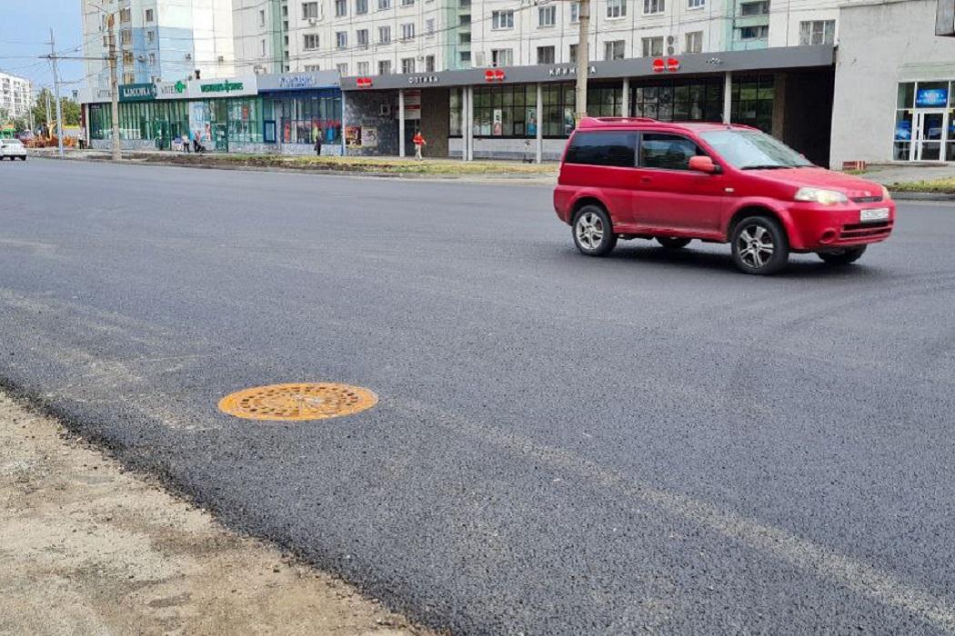 Канализация + канализационный люк + машина + люк + автомобиль + дорога