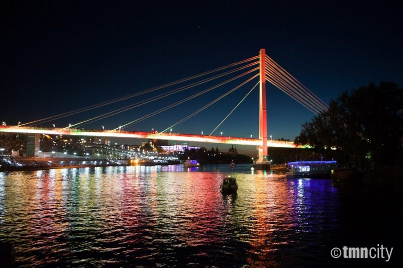 Мост Влюбленных в Тюмени загорится красным