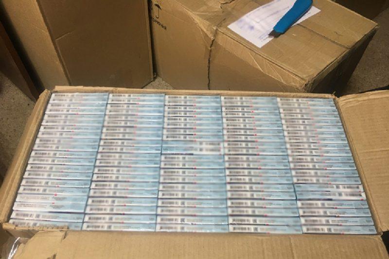 На Ямале у предпринимателя изъяли более 10 тысяч пачек поддельных сигарет