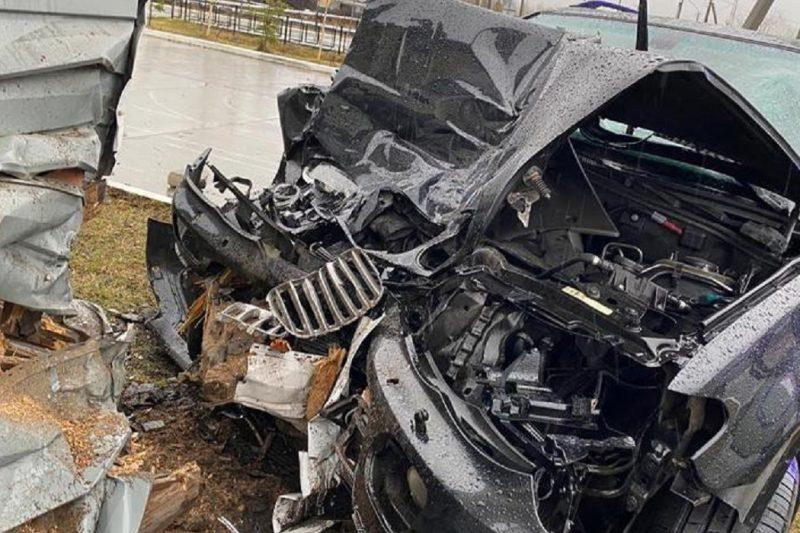 На Ямале водитель иномарки протаранил здание