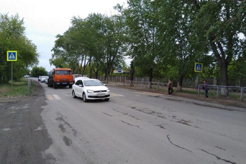 Пешеходный переход + дорога +автомобили + пешеходы