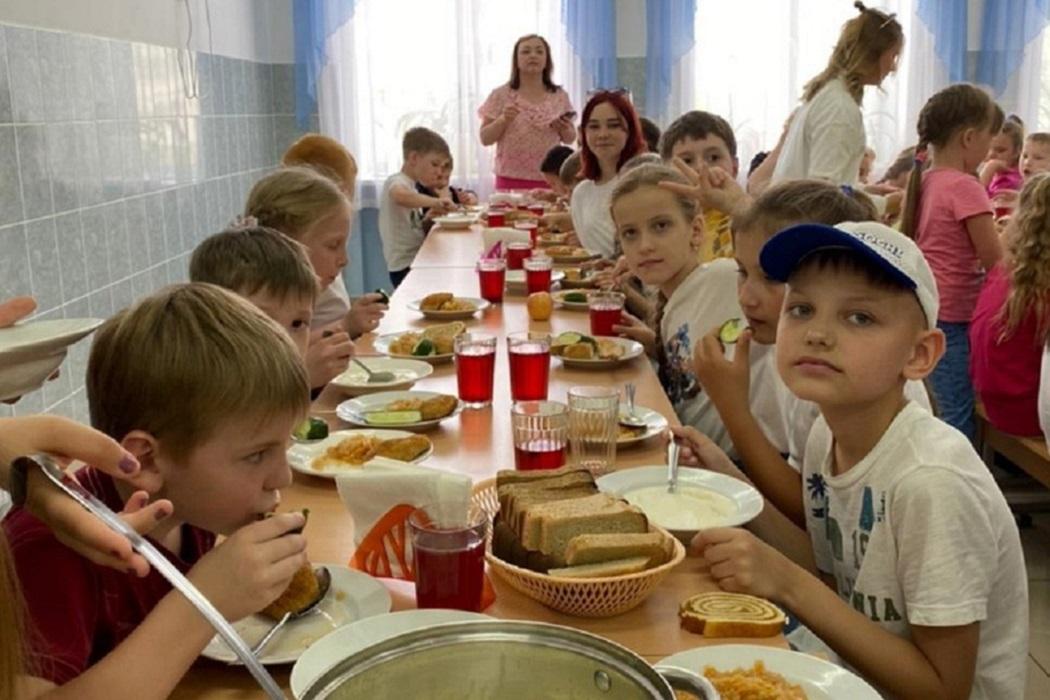 Столовая + дети + детский лагерь + еда + питание