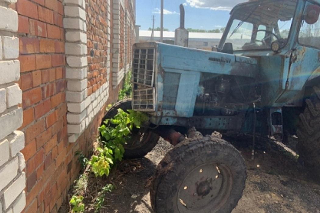 Трактор + авария с трактором + трактор съехал в стену