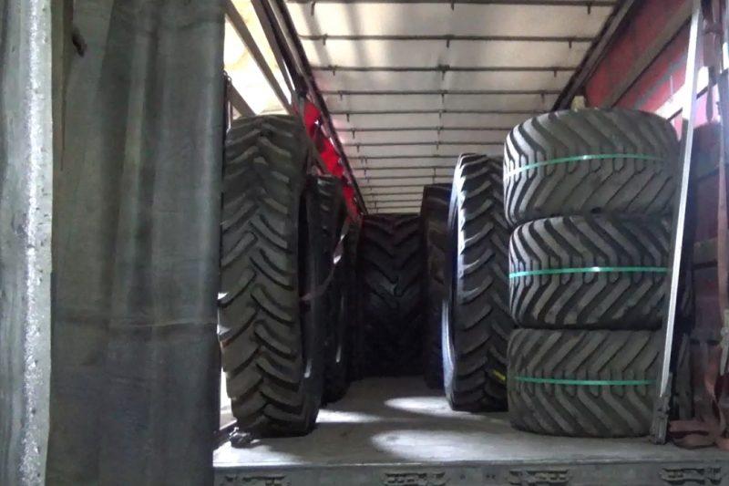 Тюменские таможенники изъяли более 6,5 тонны шин для сельхозтехники 1