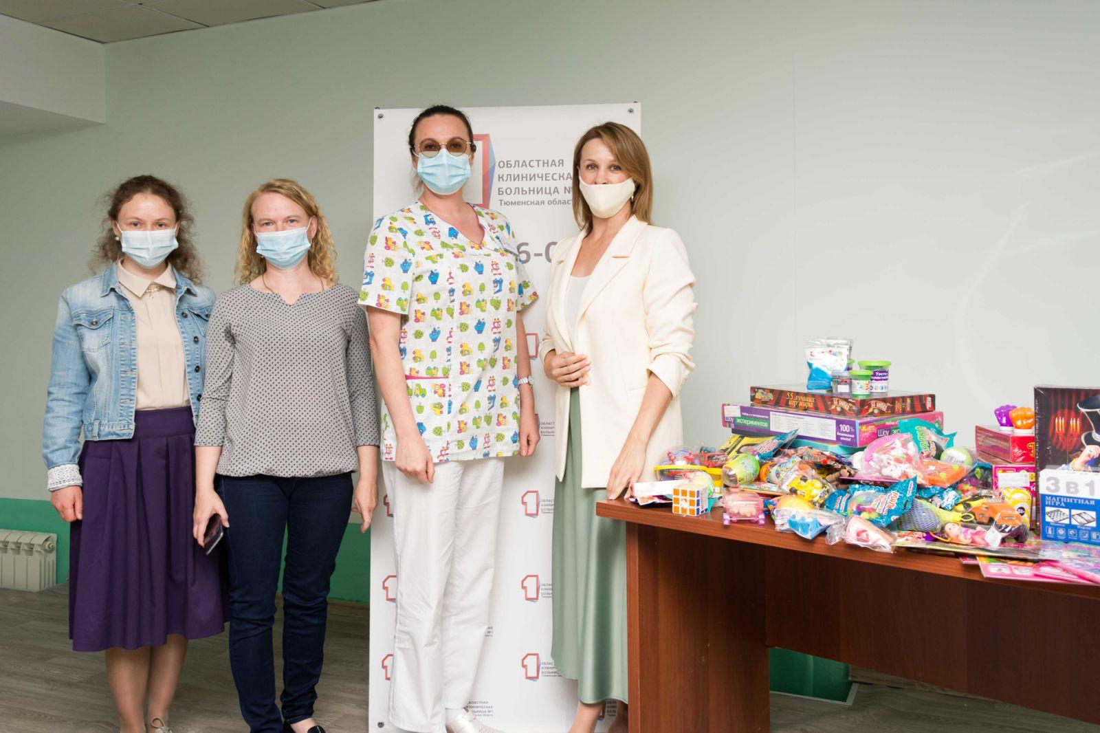 В ОКБ №1 Тюмени для юных пациентов пополнили «Коробки храбрости»