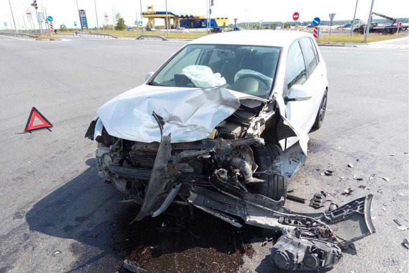 В Сургуте двое пенсионеров пострадали в ДТП с двумя иномарками