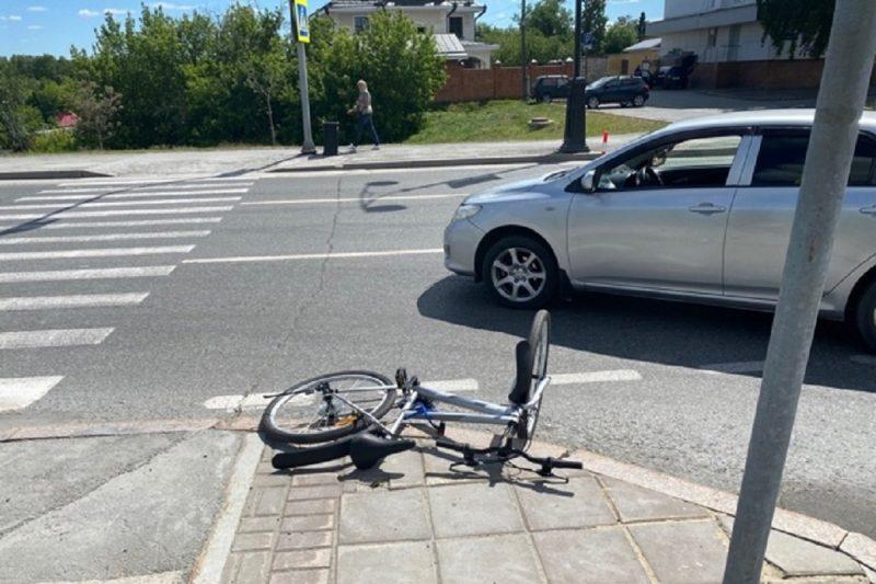 В Тобольске иномарка сбила 10-летнюю девочку на велосипеде на «зебре»