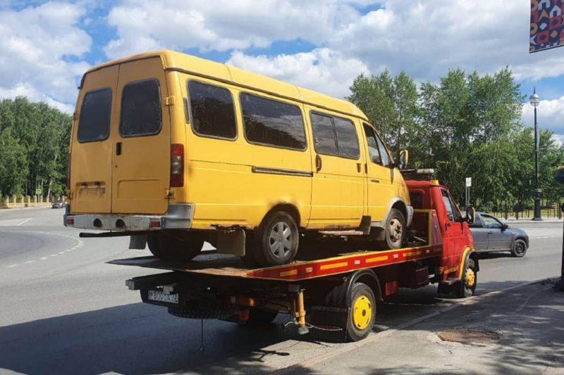 В Тобольске задержали водителя автобуса без прав и номеров 1