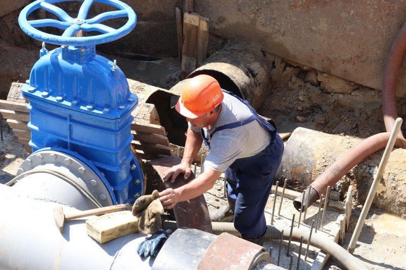 В Тюмени на сутки без воды останутся более 200 жилых домов