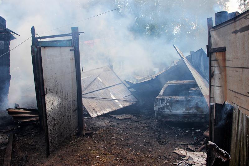 В Тюмени сгорел частный дом на ул. Охотской