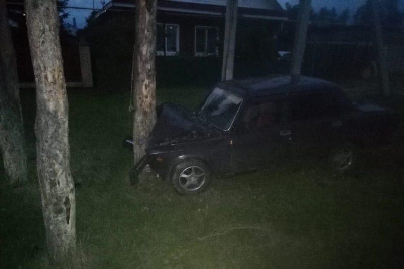 В Тюменском районе пьяные подростки на «Жигулях» въехали в дерево