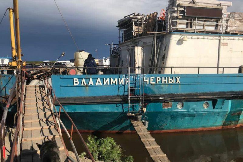 В Яр-Сале в результате повреждения судна произошла утечка топлива