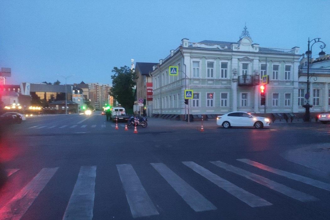 В ночном ДТП в Тюмени пострадала девушка-байкер