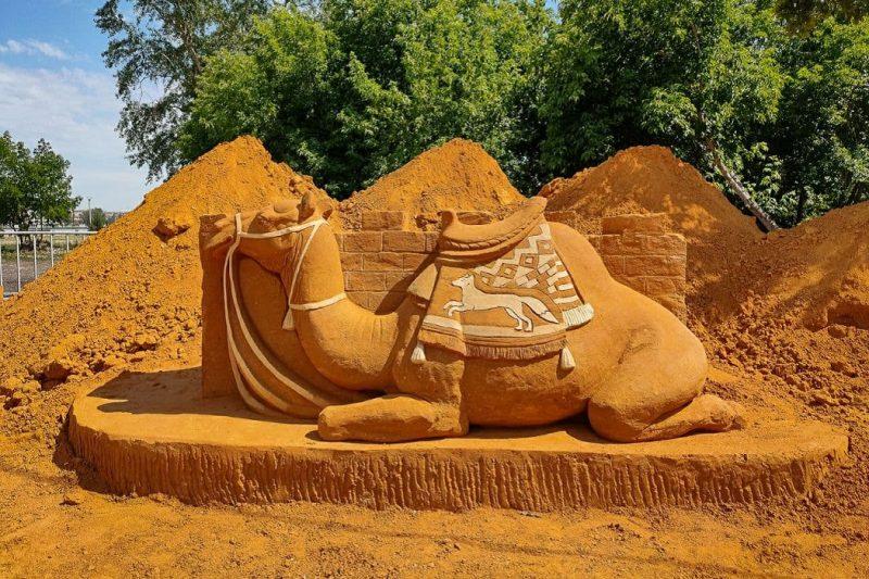 Верблюд + песочная скульптура