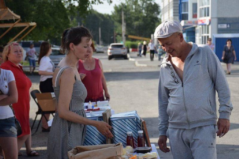 Ярмарка + Курган + люди + лето + покупки